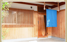 京都の町家、ゲストハウスは宿屋さんぼうへ